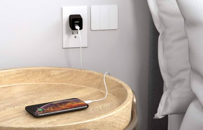 _AUKEY USB C Charger with 18W Power Delivery-min
