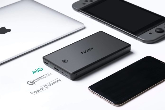 AUKEY USB C 30000mAh Power Bank-min