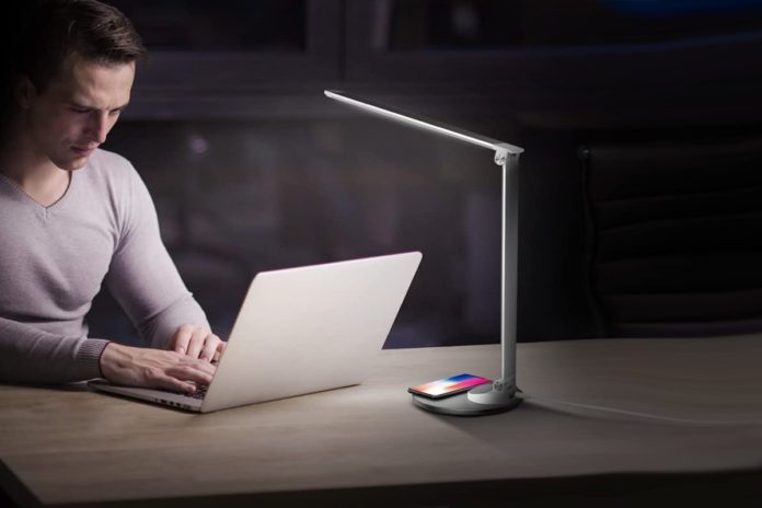 TaoTronics TT-DL044 Eye-Caring Metal LED Desk Lamp with Fast Wireless Charger