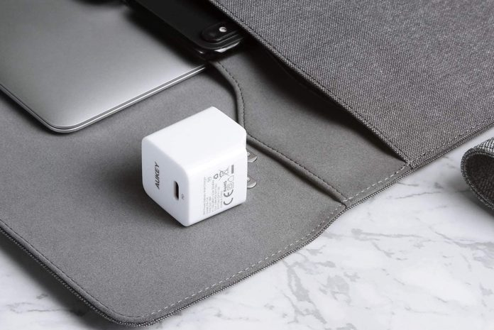 AUKEY USB C Charger 18W PD Charger Foldable Plug-min