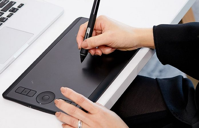 Wacom Intuos Pro Digital Graphic Drawing Tablet for Mac or PC