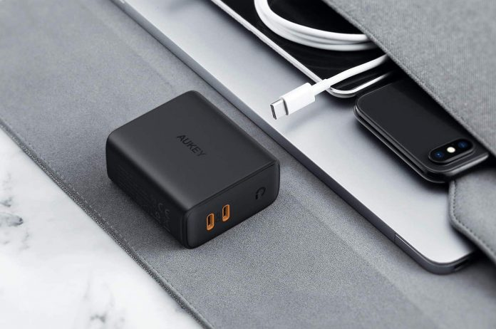 AUKEY 36W 2-Port Foldable Fast Charger-min