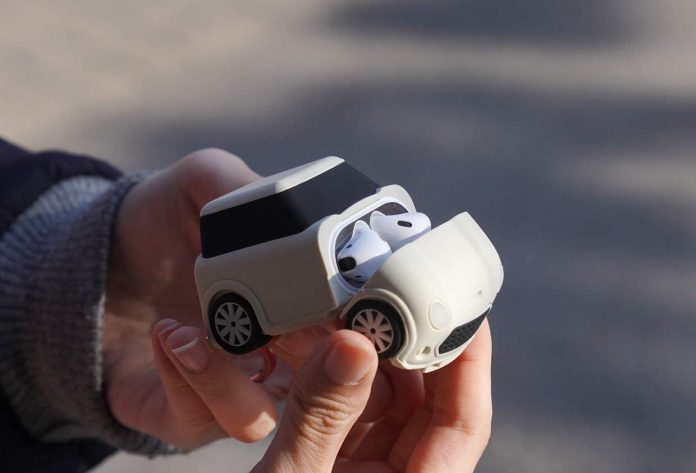 elago Mini CAR AirPods Case with Keychain