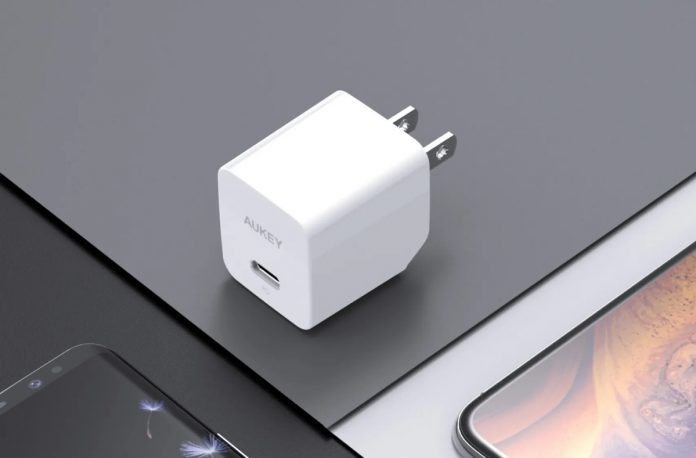 AUKEY Minima 18W PD Charger Fast Charger with Foldable Plug