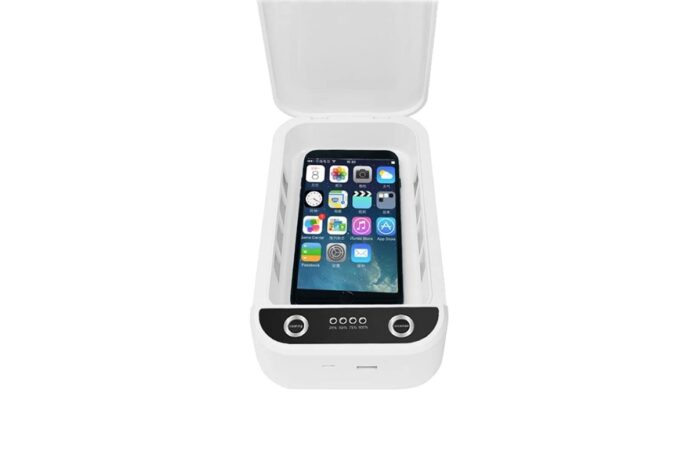 Wiya Portable Cell Phone Cleaner with a USB charger