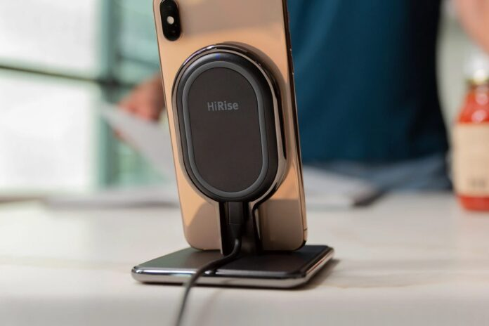 Twelve South HiRise Wireless | Fast Charge 10W Qi 2-in-1 Desktop + Wireless Travel