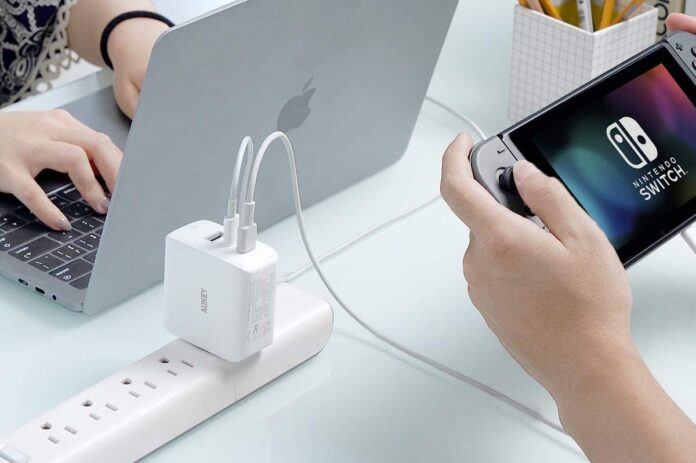 AUKEY Omnia 90W 3-Port MacBook Pro Charger
