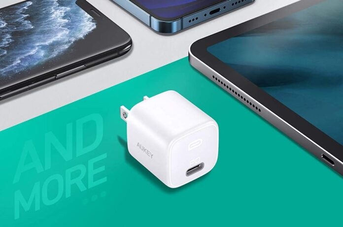 AUKEY Omnia Mini iPhone Fast Charger