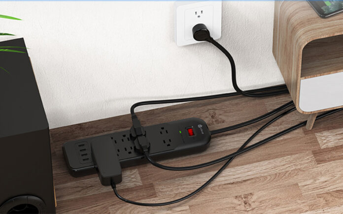 Clever 10-Outlet 4-USB Surge Protector
